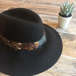 Lucky Brand Panama Boho Feather Hat.